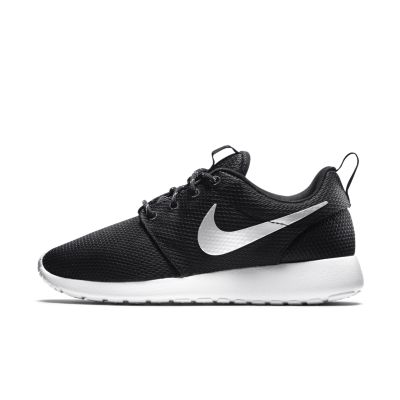 nike roshe white black