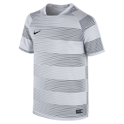 NoneИгровая футболка с графикой для школьников Nike Flash из сверхлегкой влагоотводящей ткани с сетчатой вставкой на спине обеспечивает непревзойденный комфорт.<br>