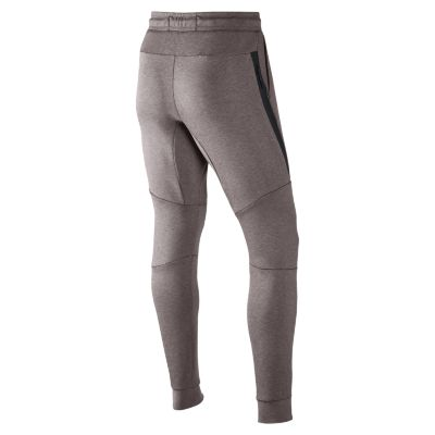 Мужские джоггеры Nike Sportswear Tech FleeceМужские брюки Nike Sportswear Tech Fleece Jogger с зауженным кроем созданы для движения. Они сочетают дышащую легкую ткань и несколько карманов.<br>