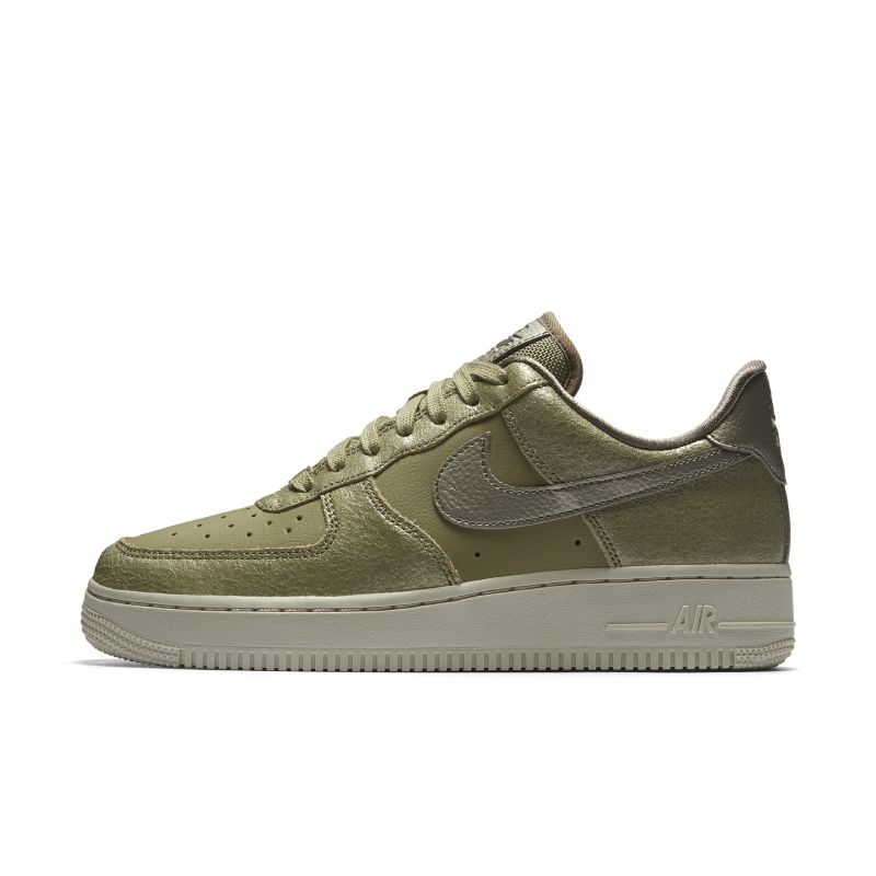 Image of Scarpa Nike Air Force 1'07 Low Premium - Donna - Olive