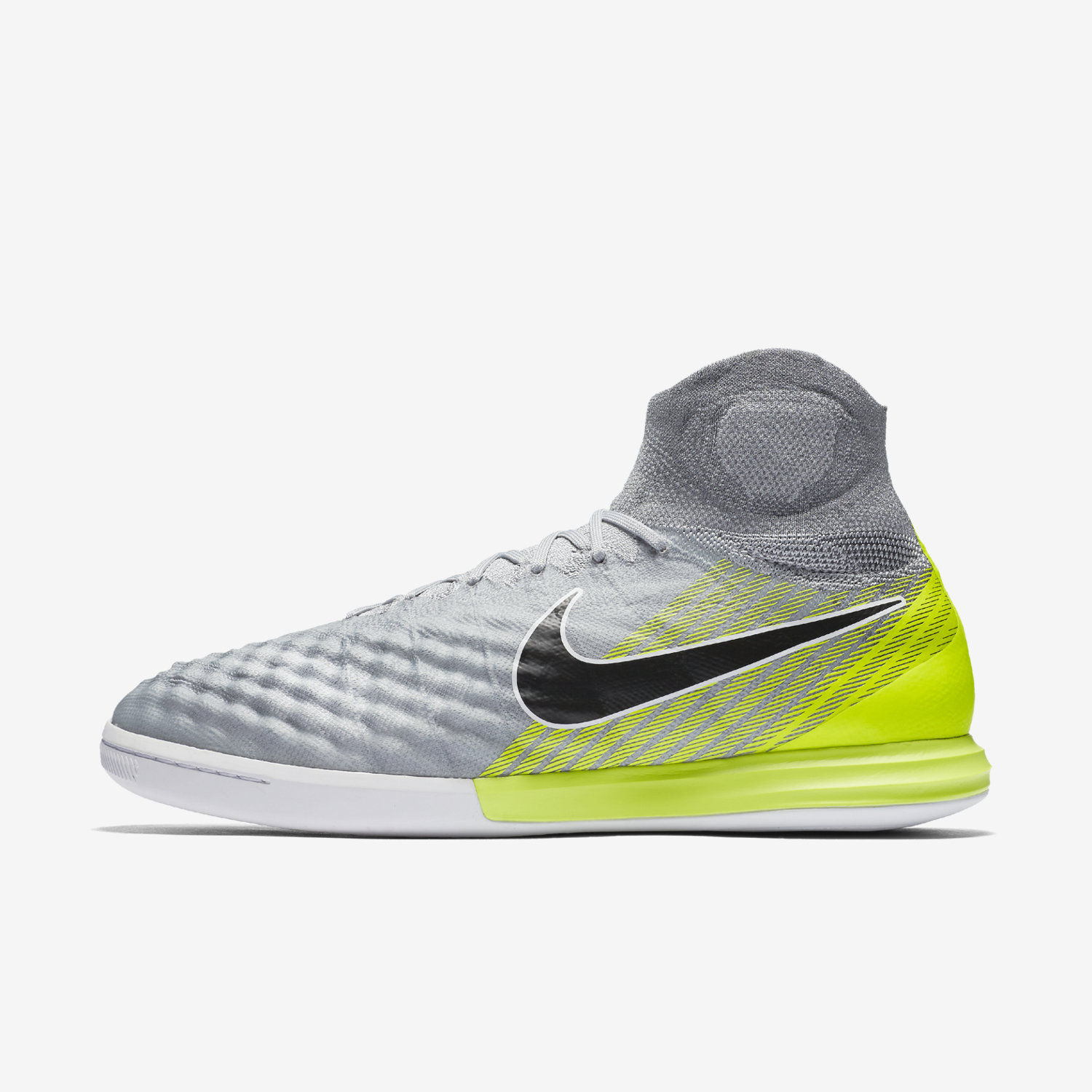 Nike indoor soccer shoes magista