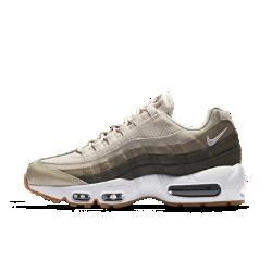 Женские кроссовки Nike Air Max 95 OGЖенские кроссовки Nike Air Max 95 OG — это дань уважения легендарной модели 90-х годов с мягкой амортизацией, которая сделала популярным оригинал, и дышащим верхом с накладками из натуральной и синтетической кожи.<br>
