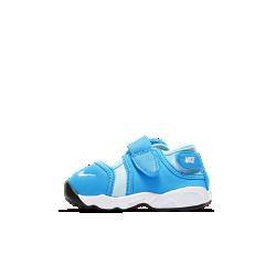 Обувь для малышей Nike Little RiftОбувь для малышей Nike Little Rift обеспечивает комфорт и свободу движений благодаря эластичному материалу и превосходной системе амортизации как у оригинальной модели.<br>