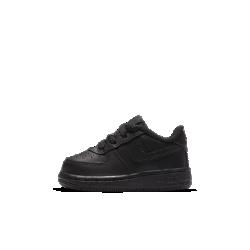 Обувь для малышей Nike Air Force 1 06Новое воплощение легенды: обувь для малышей Nike Air Force 1 06 в легендарном стиле с превосходной амортизацией. Преимущества  Прочная кожа для комфорта Амортизирующая подошва для комфорта Резиновая подметка для оптимального сцепления и прочности  Истоки Air Force 1 Эта изначально баскетбольная модель была названа в честь президентского самолета США Air Force One («Борт номер один»). Эти кроссовки появились в 1982 году и стали первой баскетбольной моделью с технологией Nike Air, совершив революцию в игре и стремительно завоевав популярность по всему миру: от уличных спортивных площадок и до хип-хоп-культуры. Современные кроссовки Air Force 1 сохраняют верность традициям благодаря мягкой амортизации, но все же главное отличие этой модели — ее культовый статус.<br>