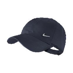 Детская бейсболка Nike Metal SwooshДетская бейсболка Nike Metal Swoosh с регулируемой застежкой сзади обеспечивает идеальную посадку.<br>