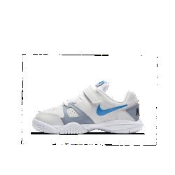 Теннисные кроссовки для дошкольников NikeCourt City Court VIIТеннисные кроссовки для дошкольников NikeCourt City Court VII с верхом из высококачественной кожи обеспечивают прочность и упругую амортизацию для высокой скорости на корте.<br>