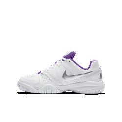 Теннисные кроссовки для школьников NikeCourt City Court 7Теннисные кроссовки для школьников NikeCourt City Court 7 с боковыми валиками и специальными накладками для фиксации стопы обеспечивают комфорт и прочность для игры на любом уровне.<br>
