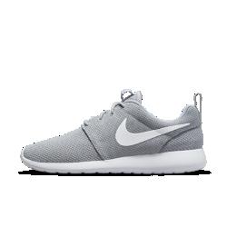 Мужские кроссовки Nike Roshe OneМужские кроссовки Nike Roshe One с воздухопроницаемой и мягкой конструкцией обеспечивают комфорт на весь день — каждый день. Их можно носить с носками или без, со спортивной или более формальной одеждой, они идеально подойдут для прогулок и активного отдыха.<br>