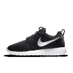 Женские кроссовки Nike Roshe OneНевероятно легкие и воздухопроницаемые женские кроссовки Nike Roshe One с верхом из сетки и подметкой из пеноматериала EVA. Главное качество этих кроссовок — универсальность. Их можно носить с носком или без, со спортивной или более формальной одеждой, они идеально подойдут для прогулок и активного отдыха.<br>
