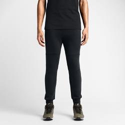 Мужские брюки Nike Tech FleeceМужские брюки Nike Tech Fleece изготовлены из термоматериала, который гарантирует легкость, тепло и удобную посадку.  Тепло и легкость  Nike Tech Fleece— это инновационный материал, представляющий собой сочетание мягкого трикотажа и синтетического наполнителя, которое обеспечивает тепло без утяжеления.  Важные мелочи всегда в сохранности  В боковых карманах удобно хранить небольшие предметы.  Невероятная мягкость  Двойное полотно джерси приятно на ощупь и обеспечивает полный комфорт.<br>