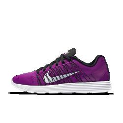 Женские беговые кроссовки Nike Lunaracer+ 3Женские кроссовки для бега Nike Lunaracer+ 3 сочетает в себе ощущение кроссовок для тренинга с хорошей амортизацией и невесомость обуви для соревнований — идеальный выбор для бега на дистанции от 5 км до марафонов.  Воздухопроницаемость и поддержка  Верх из сетки Engineered mesh обеспечивает бесшовные зоны охлаждения и поддержки. Легкие бесшовные накладки обеспечивают дополнительную поддержку и прочность, а также снижают трение.  Плотная посадка  Нити Flywire плотно облегают ступню, обеспечивая регулируемую посадку и поддержку стопы. Эти новые сверхлегкие нити Flywire регулируются с помощью шнурков, обхватывая среднюю часть и свод стопы, благодаря чему гарантируется динамическая посадка, корректирующаяся вместе с движениями стопы во время бега.  Мягкая амортизация  Амортизирующий материал Lunarlon обеспечивает мягкость и поддержку. Амортизирующая подушка из пеноматериала соединена с легкой подложкой из материала Phylon для обеспечения превосходной амортизации и длительной поддержки.<br>
