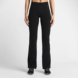 Женские тренировочные брюки Nike Legendary ClassicЖенские тренировочные брюки Nike Legendary Classic выполнены из самой мягкой ткани в линейке тренировочных брюк Nike. Эластичная ткань плотно облегает фигуру на бедрах, а прямой крой от колена обеспечивает максимальный комфорт во время тренировки.<br>