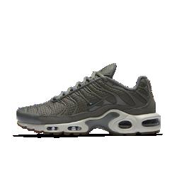 Женские кроссовки Nike Air Max PlusЖенские кроссовки Nike Air Max Plus с системой Tuned Air обеспечивают оптимальную амортизацию там, где это необходимо.Air Max Plus впервые были представлены в 1998 году и быстро завоевали популярность благодаря литым накладкам и великолепному профилю.<br>
