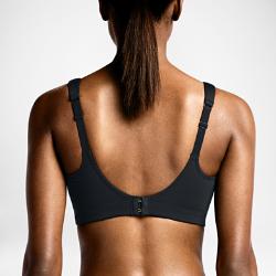 Спортивное бра Nike HeroСпортивное бра Nike Hero разработано для груди большого размера. Оно обеспечивает максимальную поддержку и комфорт во время тренировок благодаря литой конструкции без косточек и плотной посадке, которая обеспечивает надежную фиксацию. Боковые вставки дарят дополнительную защиту, а застежки позволяют быстро снять или надеть бра.  Рельефная поддержка  Рельефный боковой шов по контурам груди, соединенный с поясом под грудью, обеспечивает надежную фиксацию во время тренировок высокой интенсивности. В сочетании с плотной посадкой шов обеспечивает защиту и поддержку независимо от вида деятельности.  Цельный дизайн  Бесшовные чашки этого бра подчеркивают фигуру без «косточек», а повышенное содержание спандекса обеспечивает эластичность ткани, которая прекрасно восстанавливает свою структуру после растягивания.  Невероятный комфорт  Удобно надевать и снимать благодаря круглому вырезу на спине с застежкой. Мягкие бретели обеспечивают дополнительную амортизацию и позволяют регулировать плотность посадки для оптимального комфорта.  Комфорт  Ультрамягкая нейлоновая ткань Dri-FIT отводит влагу и обеспечивает комфорт как в спортзале, так и на открытом воздухе.  Совет  Крючки для регулировки бра с несколькими положениями (от среднего до свободного) гарантируют комфорт при плотной посадке.<br>