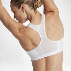 Спортивное бра со средней поддержкой Nike FierceСпортивное бра со средней поддержкой Nike Fierce из влагоотводящей ткани с анатомическим кроем, выгодно подчеркивающим форму груди, обеспечивает комфорт во время такихзанятий, как велоспорт, танцы и кардиотренировки.  Отведение влаги  Эластичная ткань с технологией Dri-FIT отводит влагу с поверхности кожи, обеспечивая комфорт.  Невероятная мягкость  Усиленные швы не натирают кожу, обеспечивая мягкость и предотвращая раздражение.  Поддерживающий силуэт  Бесшовные чашки из компрессионной сетки обеспечивают поддержку по вертикали и с боков, благодаря чему ты получишь максимальный комфорт и не будешь отвлекаться оттренировки.<br>