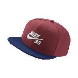Бейсболка Nike SB IconБейсболка Nike SB Icon классического кроя дополнена плоским козырьком и трехмерной вышивкой.&amp;#160;Застежка на кнопках сзади для регулируемой посадки.<br>