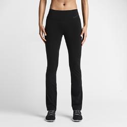 Женские брюки для тренировок Nike Legendary SkinnyЖенские брюки для тренировок Nike Legendary Skinny имеют обновленный крой средней степени прилегания, обеспечивая универсальность, подчеркивая фигуру и гарантируя оптимальный комфорт во время тренировок.  Обновленный крой  Брюки обновленного кроя плотно прилегают к телу в области талии и бедер и имеют прямые штанины от колена со слегка расклешенной нижней кромкой — идеально для различных видов тренировок.  Непревзойденная мягкость  Высокое содержание нейлона делает ткань приятной на ощупь и дарит больше комфорта, чем полиэстер.  Комфорт и защита  Завышенный широкий пояс не позволяет кромкам скручиваться при наклонах и растяжках, а плоские швы не натирают кожу.<br>