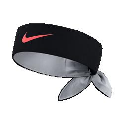 Теннисная повязка на голову NikeCourt HeadbandТеннисная повязка на голову NikeCourt Headband защищает глаза от волос и влаги и позволяет сосредоточиться на матче. Завяжи ее сзади в спортивном стиле или носи по-своему.&amp;#160;<br>