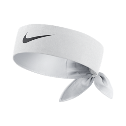 Теннисная повязка на голову NikeCourt HeadbandТеннисная повязка на голову NikeCourt Headband защищает глаза от волос и влаги и позволяет сосредоточиться на матче. Завяжи ее сзади в спортивном стиле или носи по-своему.<br>