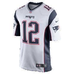Мужская джерси для американского футбола для игры на выезде NFL New England Patriots (Tom Brady)Болей за любимую команду в джерси NFL New England Patriots Game, созданной под вдохновением от игры ее лучших игроков, и сохраняй абсолютный комфорт.  Облегающий крой  Облегающий силуэт обеспечивает комфортную посадку и создает современный стиль.  Мягкость  Силиконовый принт с номером гарантирует прочность без утяжеления.  Дополнительный комфорт  Отсутствие ярлычка в области шеи для дополнительного комфорта.<br>