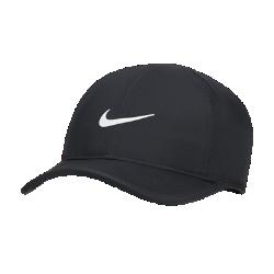 Теннисная бейсболка NikeCourt FeatherlightТеннисная бейсболка NikeCourt Featherlight обеспечивает вентиляцию и охлаждение, а нижняя часть козырька выполнена в черном цвете, чтобы отблески не отвлекали твое вниманиево время игры.<br>