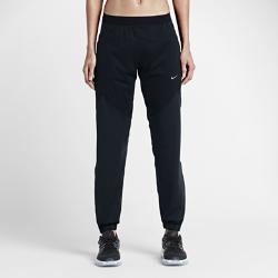 Женские брюки для бега Nike ShieldЖенские брюки для бега Nike Shield выполнены из водонепроницаемой ткани со вставками для защиты от ветра. Они сохраняют тепло и сохраняют тело сухим в сложных условиях.Мягкая подкладка с начесом обеспечивает исключительную защиту от холода, а глубокие разрезы на молнии позволят быстро переодеться, если погода изменится.<br>