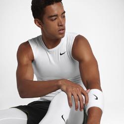 Мужская футболка Nike Pro Compression SleevelessМужская футболка Nike Pro Compression Sleeveless с эргономичными швами и сетчатыми вставками не сковывает движения и обеспечивает воздухопроницаемость во время тренировок и игры.<br>
