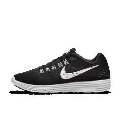 Женские беговые кроссовки Nike LunarTempoЖенские беговые кроссовки Nike LunarTempo — это легкость и комфортная посадка модели Lunaracer и сверхмягкая амортизация Lunarlon, что позволяет существенно увеличить скорость.Эти кроссовки подходят как для тренировок, так и для соревнований.  Мягкая амортизация  Ультралегкая подошва Lunarlon обеспечивает комфортную амортизацию, прочность и поддержку для долгих пробежек.  Легкость  Верх, выполненный полностью из материала Flymesh, обеспечивает идеальную посадку, легкость и вентиляцию.  Поддержка  Нити Flywire объединены со шнуровкой и плотно облегают среднюю часть и свод стопы для регулируемой плотной посадки, поддержки и комфорта.<br>