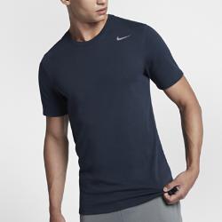 Мужская футболка Nike с коротким рукавом для тренингаМужская футболка с коротким рукавом для тренинга Nike со знаменитым логотипом на влагоотводящей смесовой ткани на основе хлопка обеспечивает удобную посадку и создает спортивный образ.<br>