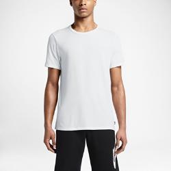 Мужская футболка Nike Sportswear FuturaМужская футболка Nike Sportswear Futura — новая версия твоей любимой футболки с облегающим кроем из невероятно мягкой эластичной ткани.<br>