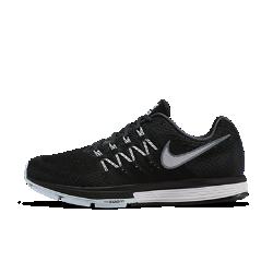 Мужские беговые кроссовки Nike Air Zoom Vomero 10Мужские беговые кроссовки Nike Air Zoom Vomero 10 — это идеальное сочетание мягкой, эффективной амортизации благодаря легким модулям Nike Zoom Air и сверхмягкому пеноматериалу Lunarlon.  Амортизация  Вставка Nike Zoom Air в передней части и области пятки обеспечивает адаптивную амортизацию всей стопы без утяжеления — теперь ты сможешь набирать скорость еще быстрее.  Мягкость  Подошва из легкого пеноматериала Lunarlon смягчает каждое движение. Повышенная плотность в задней части стопы и мягкость в передней части создают плавный переход с пятки на носок.  Воздухопроницаемость  Верх Flymesh обеспечивает комфорт, воздухопроницаемость и поддержку там, где они необходимы.<br>