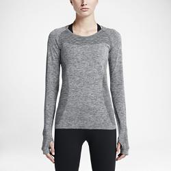 Женский топ для бега Nike Dri-FIT KnitЖенский топ для бега Nike Dri-FIT Knit практически не имеет швов и оснащен сеткой для вентиляции, легкости и комфорта на любой дистанции.<br>