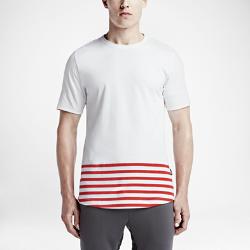 Мужская футболка Nike F.C. SidelineМужская футболка Nike F.C. Sideline поднимет твой стиль на новый уровень благодаря классическому полосатому принту цвета «Парижский синий», удлиненному облегающему кроюи рукавам с манжетами, на которые нанесен логотип Nike F.C.<br>