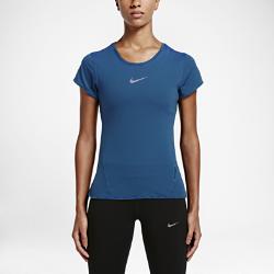 Женская футболка для бега Nike AeroReactЖенская футболка для бега Nike AeroReact из инновационной воздухопроницаемой ткани, которая обеспечивает комфортную температуру тела на протяжении всей пробежки.  Адаптивная воздухопроницаемость  Ткань Nike AeroReact состоит из волокон, которые раскрываются при повышении температуры тела для увеличения воздухопроницаемости и закрываются после пробежки, обеспечивая оптимальную терморегуляцию во время бега.  Свобода движений  Специальная конструкция швов повторяет контуры тела, обеспечивая свободу движений.<br>