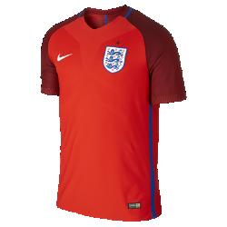 Мужская футбольная джерси 2016 England Vapor Match AwayМужская футбольная джерси 2016 England Vapor Match Away — копия модели, в которой выступает национальная сборная Англии по футболу. Технология Nike Aeroswift сочетает водоотталкивающую ткань и специальную конструкцию, позволяя достичь максимальной скорости и невероятного комфорта.  Сохраняй легкость  Специальная ткань с технологией Nike Aeroswift быстро высыхает и остается максимально легкой на протяжении всей игры или тренировки.  Идеальная посадка  Эластичный трикотажный материал обеспечивает плотную посадку и естественную свободу движений.  Создано для скорости  Рукава из рубчатого материала и эластичный открытый кант повторяют движения тела, помогая развить высокую скорость и сконцентрироваться на игре.<br>