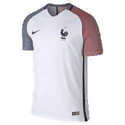 Мужская футбольная джерси 2016 France Vapor Match AwayМужская футбольная джерси 2016 France Vapor Match Away — копия модели, в которой выступает национальная сборная Франции по футболу. Технология Nike Aeroswift сочетает водоотталкивающую ткань и специальную конструкцию, позволяя достичь максимальной скорости и невероятного комфорта.  Сохраняй легкость  Специальная ткань с технологией Nike Aeroswift быстро высыхает и остается максимально легкой на протяжении всей игры или тренировки.  Идеальная посадка  Эластичный трикотажный материал обеспечивает плотную посадку и естественную свободу движений.  Создано для скорости  Рукава из рубчатого материала и эластичный открытый кант повторяют движения тела, помогая развить высокую скорость и сконцентрироваться на игре.<br>