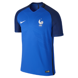 Мужская футбольная джерси 2016 France Vapor Match HomeМужская футбольная джерси 2016 France Vapor Match Home — копия модели, в которой выступает национальная сборная Франции по футболу. Технология Nike Aeroswift сочетает водоотталкивающую ткань и специальную конструкцию, позволяя достичь максимальной скорости и невероятного комфорта.  Сохраняй легкость  Специальная ткань с технологией Nike Aeroswift быстро высыхает и остается максимально легкой на протяжении всей игры или тренировки.  Идеальная посадка  Эластичный трикотажный материал обеспечивает плотную посадку и естественную свободу движений.  Создано для скорости  Рукава из рубчатого материала и эластичный открытый кант повторяют движения тела, помогая развить высокую скорость и сконцентрироваться на игре.<br>