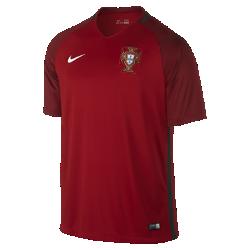 Мужское футбольное джерси 2016 Portugal Stadium HomeМужское футбольное джерси 2016 Portugal Stadium Home из дышащей влагоотводящей ткани обеспечивает легкость и комфорт. Это реплика классической формы с тканой эмблемой и фирменными деталями команды.<br>
