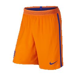 Мужские футбольные шорты Nike Netherlands Vapor Match Home/AwayМужские футбольные шорты Nike Netherlands Vapor Match Home/Away — копия модели, в которой выступает национальная сборная Англии по футболу. Технология Nike Aeroswift сочетает водоотталкивающую ткань и специальную конструкцию, позволяя достичь максимальной скорости и невероятного комфорта.  Сохраняй легкость  Специальная ткань с технологией Nike Aeroswift быстро высыхает и остается максимально легкой на протяжении всей игры или тренировки.  Идеальная посадка  Пояс Flyvent обеспечивает надежную посадку, вентиляцию и комфорт, позволяя сконцентрироваться на игре.  Создано для скорости  Обновленная эластичная трикотажная конструкция повторяет каждое движение тела даже на высокой скорости.<br>