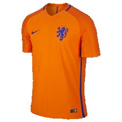 Мужская футбольная джерси 2016 Netherlands Vapor Match HomeМужская футбольная джерси 2016 Netherlands Vapor Match Home — копия модели, в которой выступает национальная сборная Нидерландов по футболу. Технология Nike Aeroswift сочетает водоотталкивающую ткань и специальную конструкцию, позволяя достичь максимальной скорости и невероятного комфорта.  Сохраняй легкость  Специальная ткань с технологией Nike Aeroswift быстро высыхает и остается максимально легкой на протяжении всей игры или тренировки.  Идеальная посадка  Эластичный трикотажный материал обеспечивает плотную посадку и естественную свободу движений.  Создано для скорости  Рукава из рубчатого материала и эластичный открытый кант повторяют движения тела, помогая развить высокую скорость и сконцентрироваться на игре.<br>