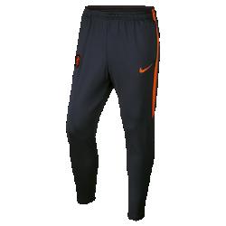 Мужские футбольные брюки Netherlands StrikeМужские футбольные брюки Netherlands Strike из влагоотводящей ткани с зауженным анатомическим кроем созданы для комфорта и свободы движений на поле.<br>