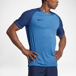 Мужская игровая футболка с коротким рукавом Nike Strike AeroSwiftМужская игровая футболка с коротким рукавом Nike AeroSwift Strike из легкой дышащей ткани обеспечивает свободу движений при игре на максимальной скорости.  ОХЛАЖДЕНИЕ  Технология AeroSwift задействует легкую ткань с дополнительной вентиляцией в зонах повышенного тепловыделения, обеспечивая охлаждение при интенсивных нагрузках.  СВОБОДА ДВИЖЕНИЙ  Эластичные боковые вставки из рубчатого материала не сковывают движений при беге и прыжках. При движении они растягиваются, открывая контрастный цвет.<br>