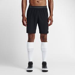 Мужские футбольные шорты Nike Strike AeroSwiftМужские футбольные шорты Nike AeroSwift Strike из легкой дышащей ткани обеспечивают свободу движений при игре на максимальной скорости.<br>