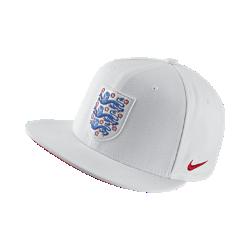 Бейсболка England CoreБейсболка England Core с символикой любимой команды и первоклассными деталями изготовлена из легкой ткани Dri-FIT. Застежка на кнопках сзади для регулируемой посадки.<br>