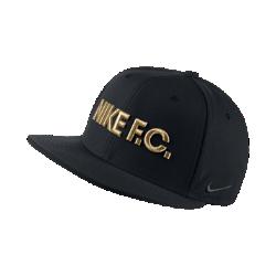 Бейсболка с застежкой Nike F.C. TrueБейсболка с застежкой Nike F.C. True демонстрирует твою любовь к игре и обеспечивает комфорт благодаря легкой влагоотводящей ткани.<br>
