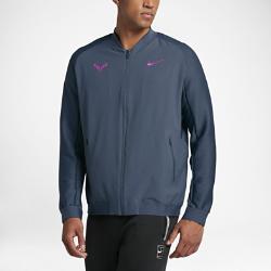 Мужская теннисная куртка NikeCourt Rafael NadalМужская теннисная куртка NikeCourt Rafael Nadal обеспечивает вентиляцию и комфорт на корте и помогает создать уникальный образ. Легкость и надежная фиксация позволяют тебесосредоточиться на игре.  Комфорт  Подкладка из сетки Dri-FIT обеспечивает воздухопроницаемость, а внешний слой из смесовой ткани Dri-FIT дает защиту без утяжеления, отводит влагу и дарит комфорт во времятренировок и игры.  Создано для свободы движений  Эластичные манжеты и нижняя кромка из рубчатой ткани обеспечивают надежную посадку во время резких движений, а рукава покроя реглан гарантируют естественную свободу во время подач и ударов.  Удобное хранение  Карманы на молнии обеспечивают безопасное хранение мелочей, поэтому ничто не будет отвлекать тебя во время тренировки.<br>