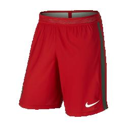 Мужские футбольные шорты Nike Portugal Vapor Match Home/AwayМужские футбольные шорты Nike Portugal Vapor Match Home/Away — копия модели, в которой выступает национальная сборная Португалии по футболу. Технология Nike Aeroswift сочетает водоотталкивающую ткань и специальную конструкцию, позволяя достичь максимальной скорости и невероятного комфорта.  Сохраняй легкость  Специальная ткань с технологией Nike Aeroswift быстро высыхает и остается максимально легкой на протяжении всей игры или тренировки.  Идеальная посадка  Пояс Flyvent обеспечивает надежную посадку, вентиляцию и комфорт, позволяя сконцентрироваться на игре.  Создано для скорости  Обновленная эластичная трикотажная конструкция повторяет каждое движение тела даже на высокой скорости.<br>