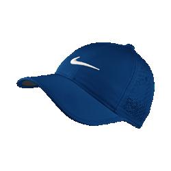 Женская бейсболка с застежкой для гольфа Nike PerforatedЖенская бейсболка с застежкой для гольфа Nike Perforated из легкой влагоотводящей ткани с перфорированными панелями позволяет сохранять ощущение прохлады во время игры.<br>
