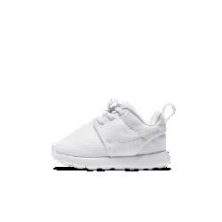 Кроссовки для малышей Nike Roshe OneКроссовки для малышей Nike Roshe One с сетчатым верхом и мягкой подошвой из пеноматериала обеспечивают вентиляцию, комфорт и надежную амортизацию.<br>