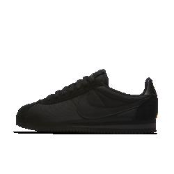 Женские кроссовки Nike Classic Cortez 15 NylonРетро-профиль женских беговых кроссовок Nike Classic Cortez 15 Nylon дополнен обтекаемым нейлоновым верхом и деталями из замши. Легендарная платформа в подошве из пеноматериала EVA создает идеальную амортизацию и напоминает ретро-модель.<br>